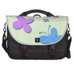 Mariposas rosadas y azules lindas bolsas para portátil