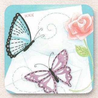Mariposas y acuarela color de rosa rosada posavasos de bebidas