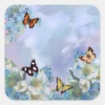 Mariposas y azules calcomanía cuadrada
