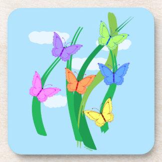 Mariposas y cielo coloreados posavasos de bebidas