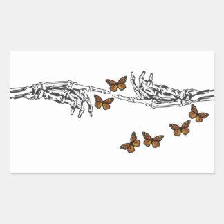 Mariposas y esqueletos rectangular pegatina