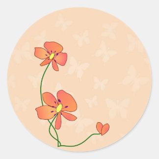 Mariposas y flores adorables etiquetas redondas
