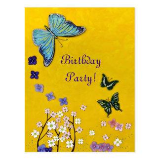 Mariposas y flores postal