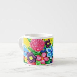 Mariposas y taza del café express de las