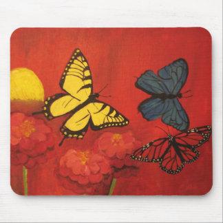 Mariposas y Zinnias Mousepad