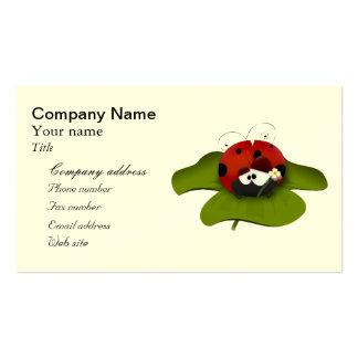 Mariquita del dibujo animado en una hoja verde tarjetas de visita