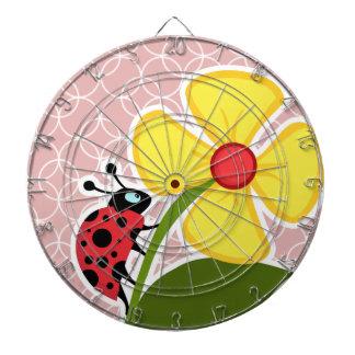 Mariquita en círculos de color de malva tablero dardos