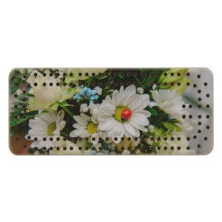Mariquita en una flor blanca cribbage de arce