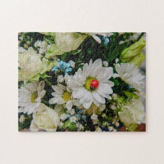 Mariquita en una flor blanca puzzle