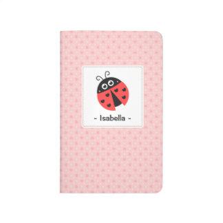 Mariquita linda con el diario de los chicas de los cuadernos grapados