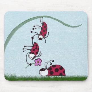 Mariquita que profesa su amor para su amor mousepad