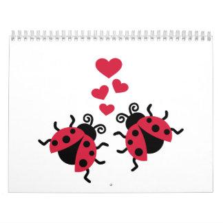 Mariquitas en corazones del amor calendario de pared