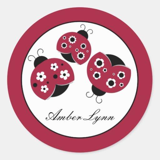 Mariquitas rojas con las flores negras pegatinas redondas