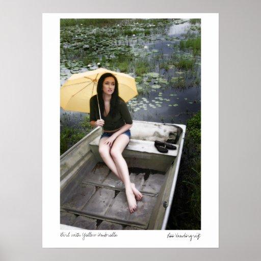 Maris-7069, chica con el paraguas amarillo, Lee Va Poster