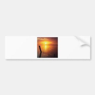 Marismas del místico de la puesta del sol pegatina de parachoque