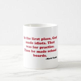 Mark Twain - consejos escolares Taza Clásica