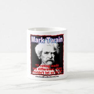 Mark Twain que vota cita de la diferencia Taza Clásica