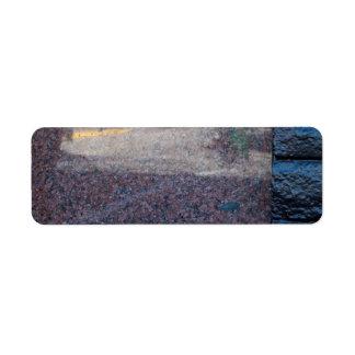 mármol y pared de ladrillo etiqueta de remitente