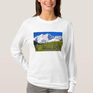 Maroon Bells with autumn aspen forest. T-Shirt