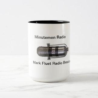 Marque la taza de la emisión de radio de Fluet
