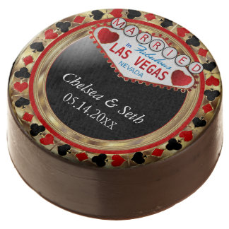 Married in Las Vegas | Red Poker Chip Chocolate Dipped Oreo