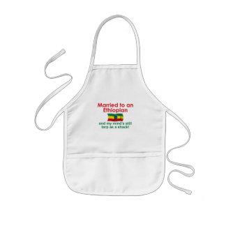 Marriet a un etíope delantal