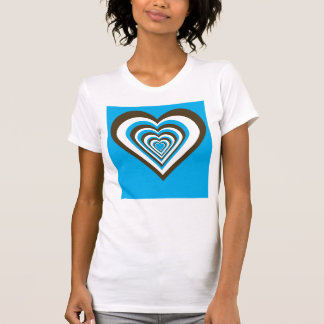 Marrón, blanco y camisa de los corazones de la