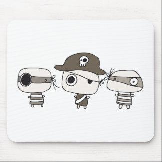 Marrón de tres piratas alfombrilla de ratón