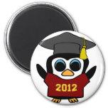 Marrón del pingüino del muchacho y graduado 2012 d imán para frigorifico