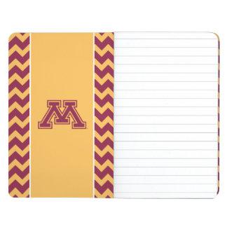Marrón y oro M de Minnesota Cuaderno Grapado
