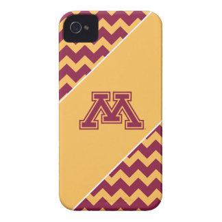 Marrón y oro M de Minnesota iPhone 4 Cárcasa