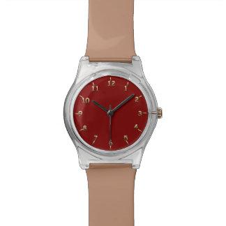 Marrón y reloj de oro