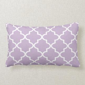 Marroquí púrpura y blanco Quatrefoil de la lila Cojín