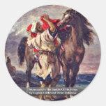 Marroquíes en la silla de montar de su caballo etiqueta redonda