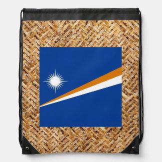 Marshall Islands señalan por medio de una bandera Mochila