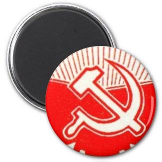 Martillo, hoz, y banderas rojas iman de frigorífico