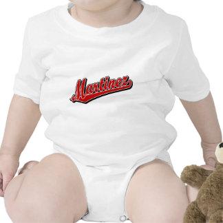 Martínez en rojo traje de bebé