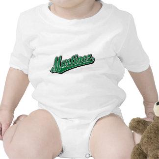 Martínez en verde traje de bebé