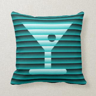 Martini detrás de las persianas almohadas