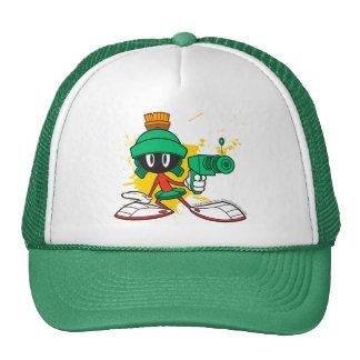 Marvin con el arma gorras