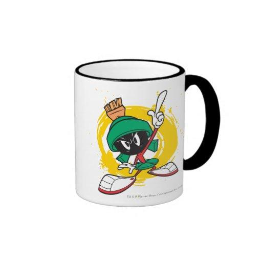 Marvin que señala hacia arriba taza de café