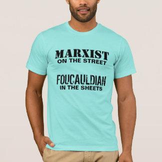 Marxista en la calle/el Foucauldian en las hojas Playera