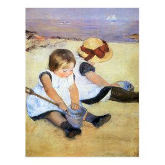 Mary Cassatt que juega en la postal de la playa