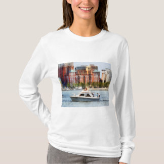 Maryland - Cabin Cruiser by Baltimore Skyline T-Shirt