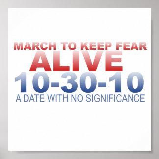 Marzo para guardar el poster vivo del miedo
