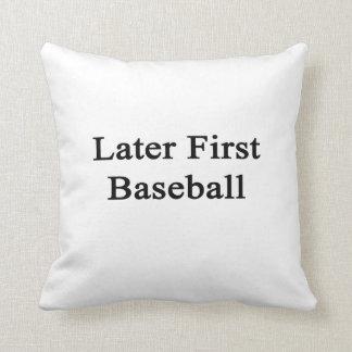 Más adelante primer béisbol cojines