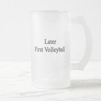 Más adelante primer voleibol taza