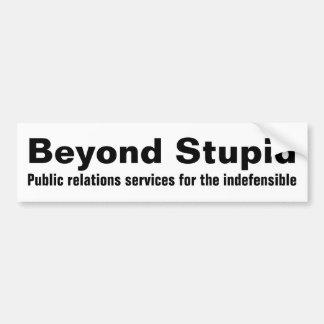 Más allá de estúpido… pegatina para auto