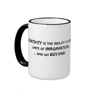 Más allá de la imaginación taza de dos colores