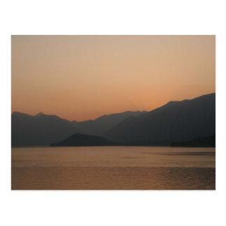 Más allá de la puesta del sol postal